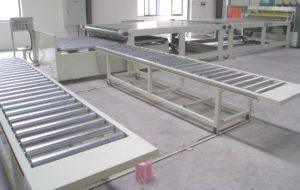 Narrow roller conveyors